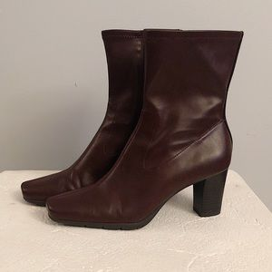 AEROSOLES Deep Red Ankle Boot